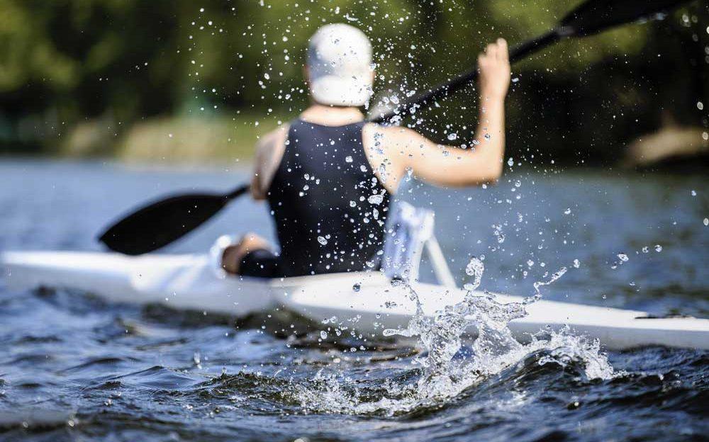 athlete-rowing-kayak-P6ENCTE