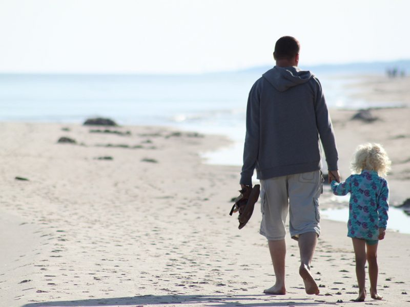 famille-plage-vacances.jpg
